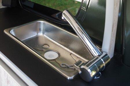 エブリィの内装・装備「給排水つきシンク」