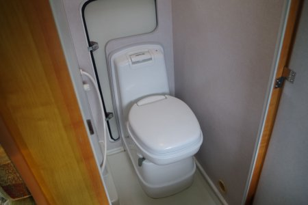 内装・装備:カセット式トイレ